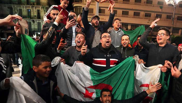 Renunciado presidente de Argelia «pide perdón» Y Ejercito apoya demandas del pueblo